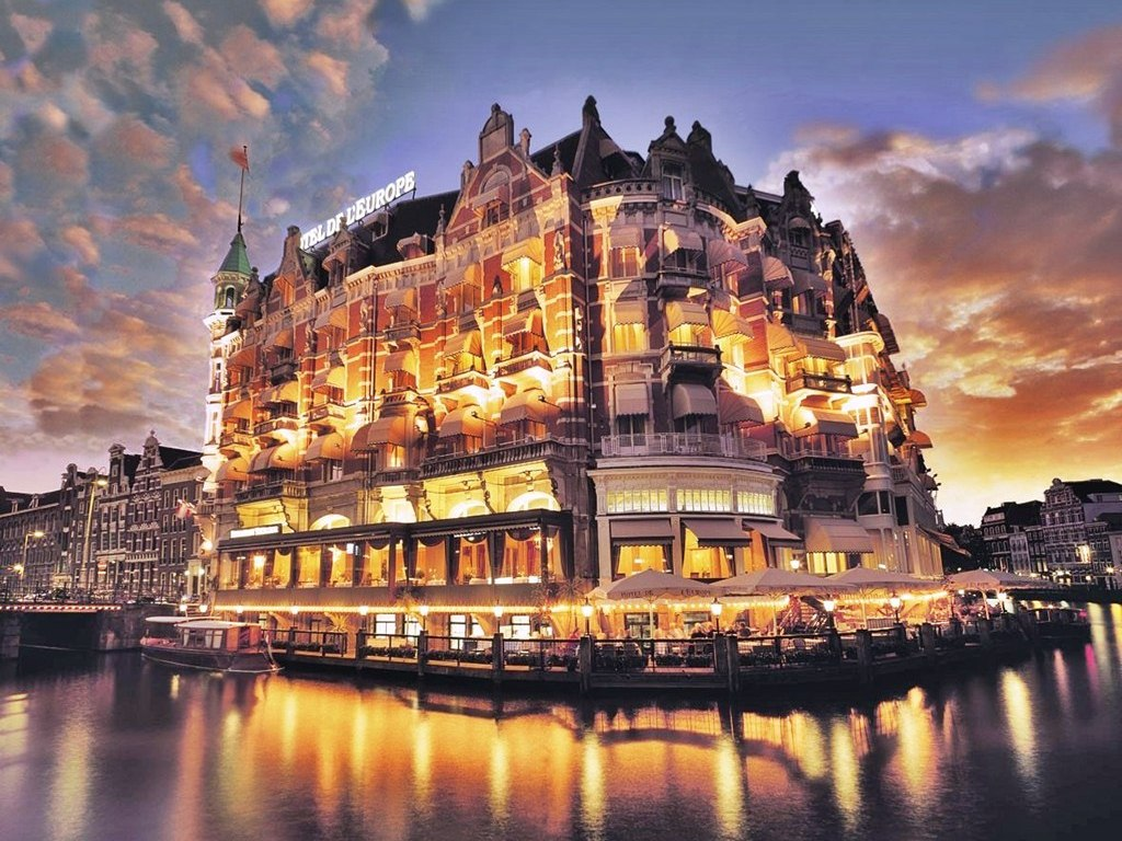 Best hotels in amsterdam better room rate hotel bookings for Best accommodation
